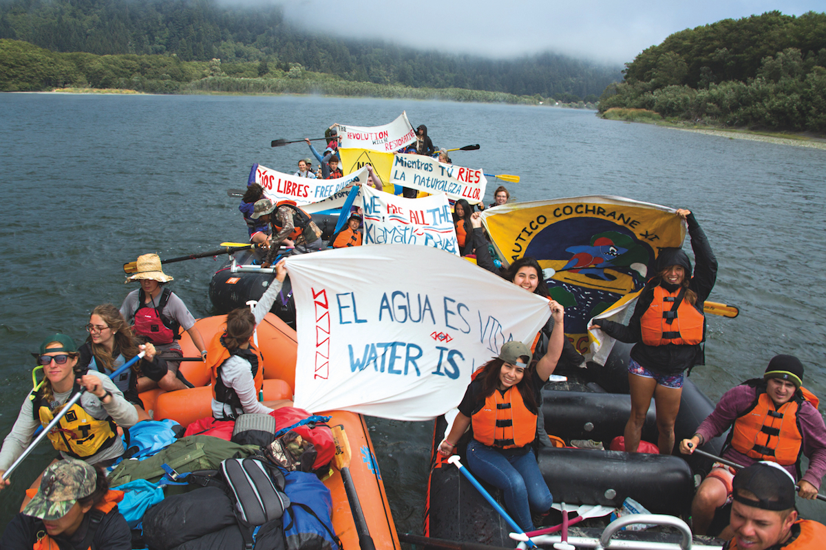 The outdoor environmental exchange program Ríos to Rivers at the Klamath River in Oregon. Photo: Ben Lehman